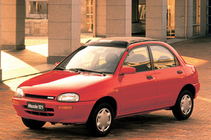Mazda 121 2 поколение
